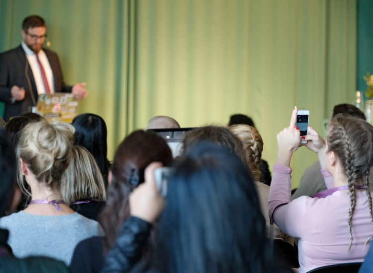 Reggie Gudmundsson speaking at SearchStars
