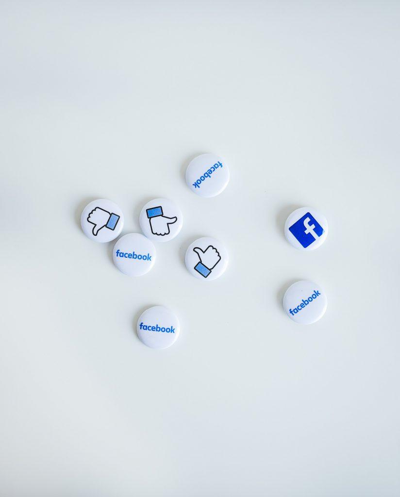 Digitala nyheter Facebook förbjuder annonsering