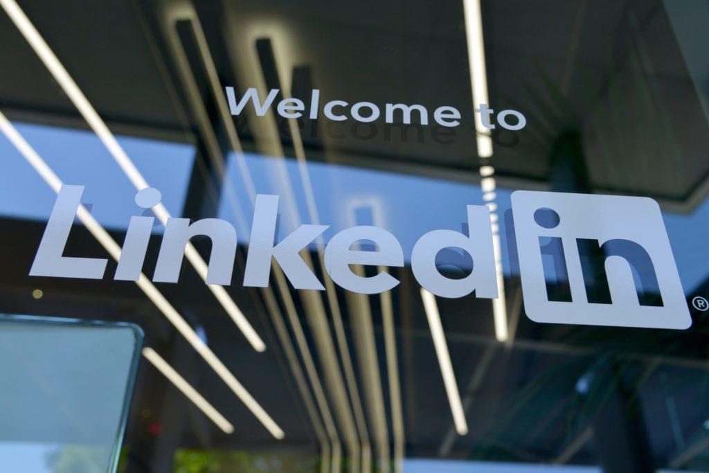Digitala nyheter LinkedIn rullar ut omröstningar