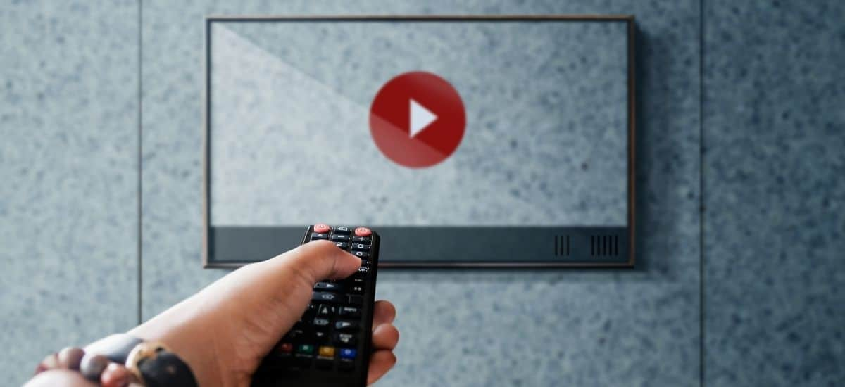 Fjärrkontroll som ska sätta igång en Youtube video