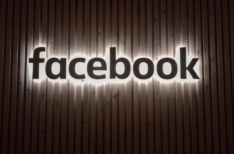 Digitala nyheter om Facebook