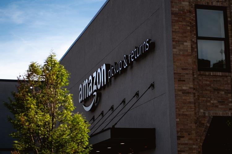 Digital nyhet om Amazons första år i Sverige