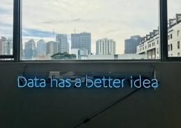 """skylt som säger """"data has a better idea"""""""